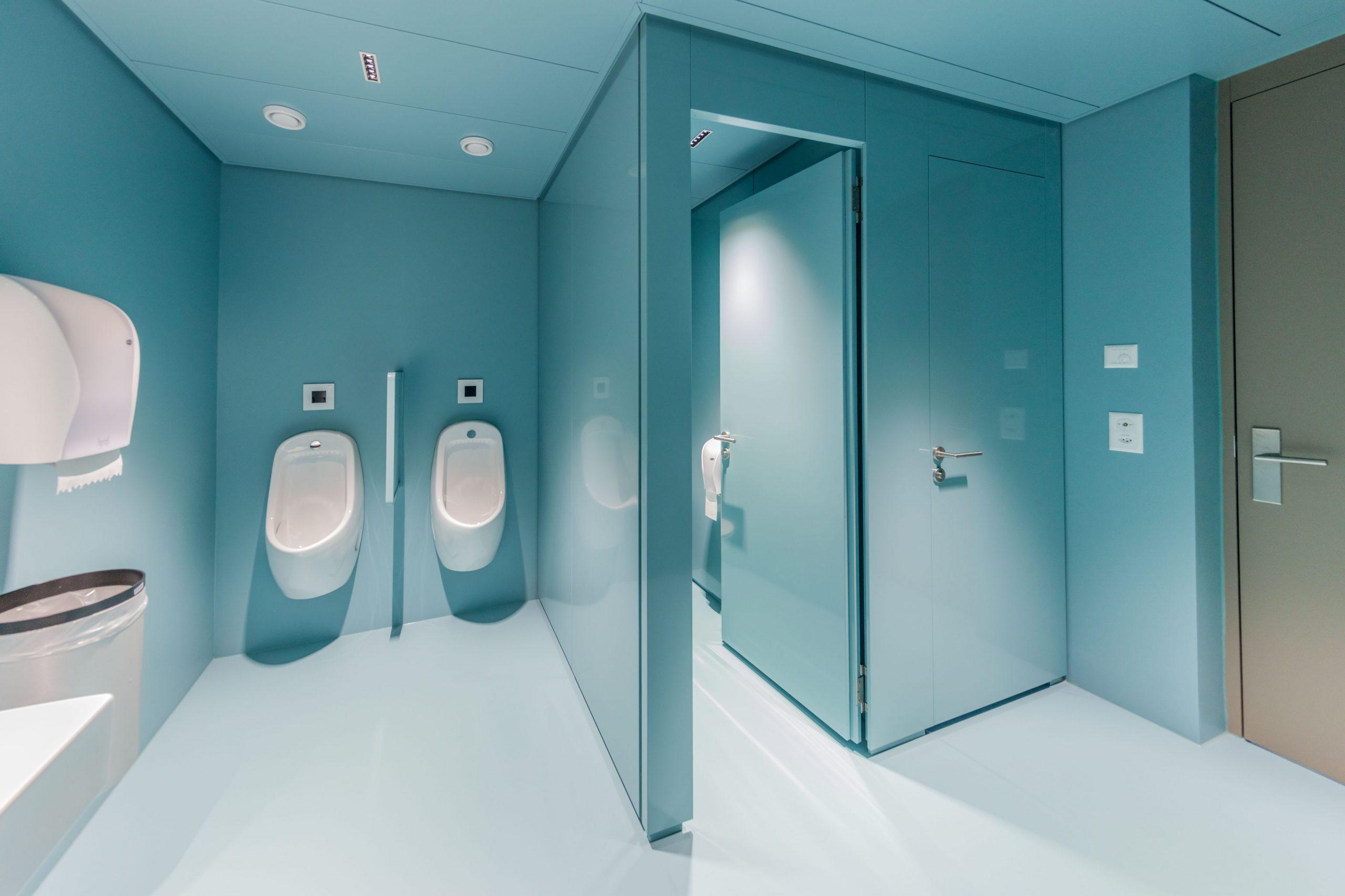 Trennwandsystem einer Toilette aus Stahlblech