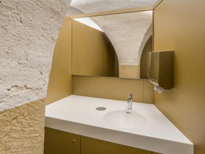 Trennwand in einer Toilette