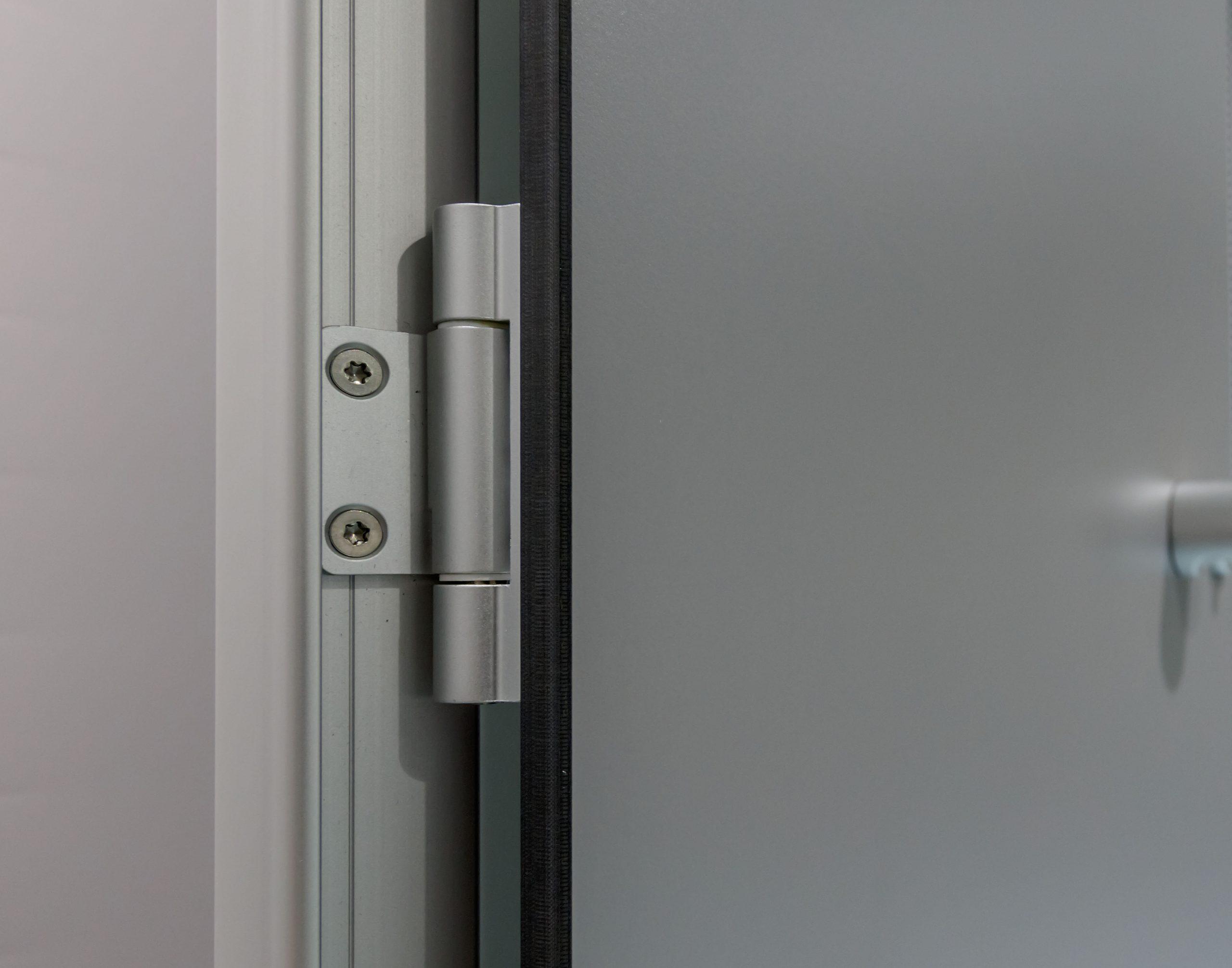 Türscharniere eines Trennwandsystem mit Vollkernplatte